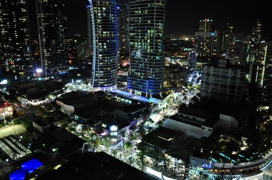 Paradise Centre Apartments: The view at night from the room