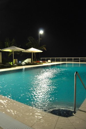 Paradise Centre Apartments: The Pool at night