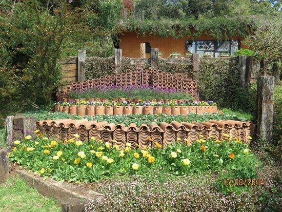 Amantikir Park : Jardim com telhas