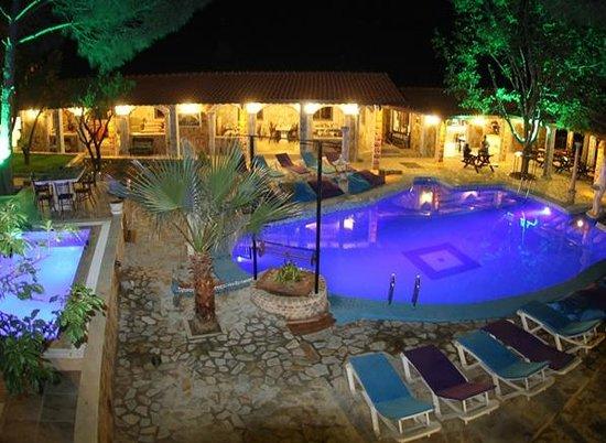 Atilla's Getaway: havuz oda manzarası