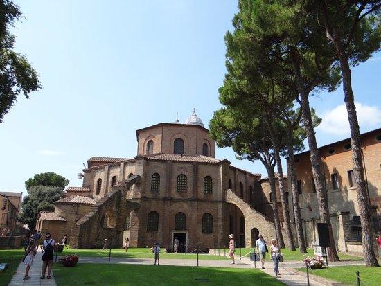Basilica San Vitale: Die Stützbögen an der Hinterseite