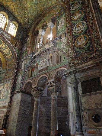 Basilica San Vitale: Farbenreiche Mosaike
