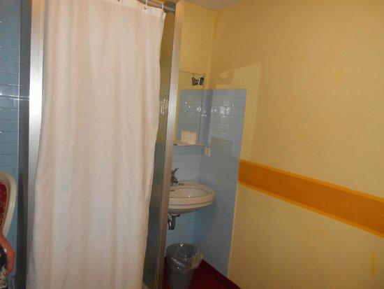 Hotel alla Salute: salle de bain horrible