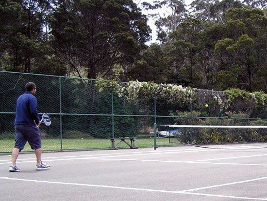 Eden Beachfront Holiday Park: Eden Beachfront - Tennis court