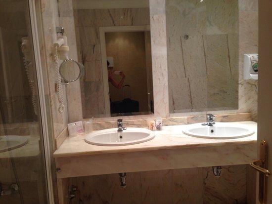 Salles Hotel Malaga Centro: Bathroom