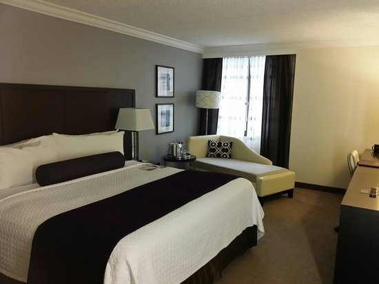 Crowne Plaza, Suffern: View of bed