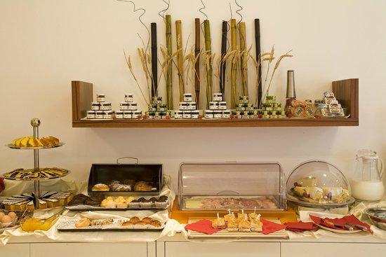 Hotel Card International : buffet ricco anche con prodotti per celiaci e vegani