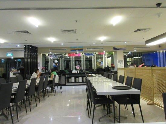 The Seacare Hotel : 朝食を食べる1Fの寿司屋 Niji