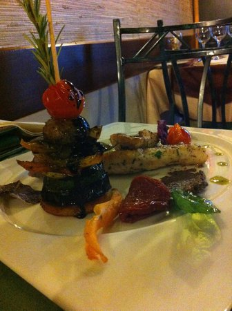 Casa do Pintor - Gourmet & Bistro : Fish with veggie stack