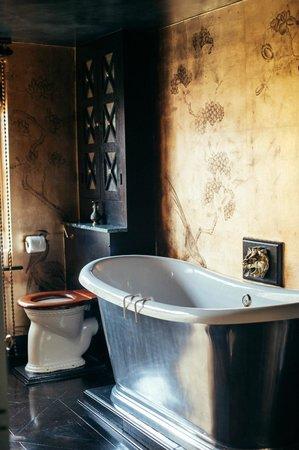 40 Winks: The Bathroom
