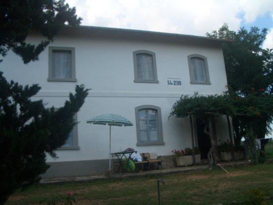 Agriturismo Tesorino : casa cantoniera. un appartamento a piano terra, il secondo al primo piano