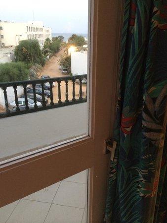 Hotel El Fell : Consiglio:se vi fate cambiare stanza... Prima di cambiarla, fatevela vedere...