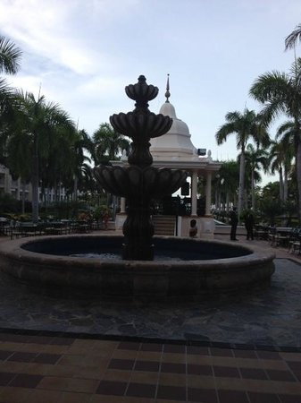 Hotel Riu Palace Punta Cana : Area de fuentes