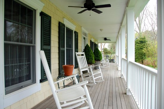 Blue Iris Bed and Breakfast: front porch