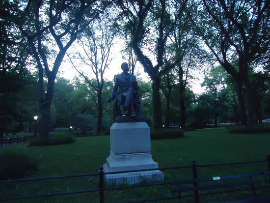 Central Park: Early morning quiet in the park