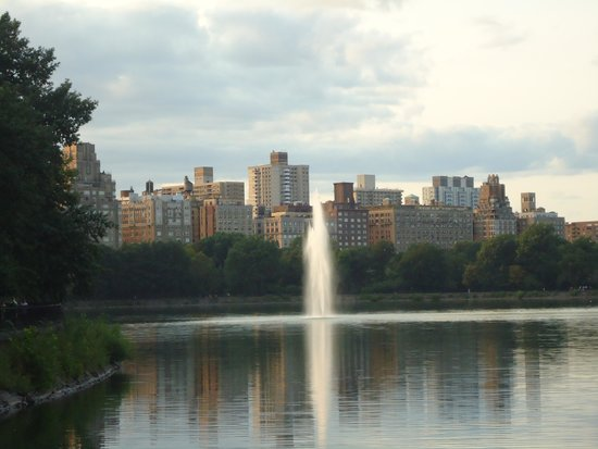 Central Park: The fountain in the Jacqueline Kennedy Onassis reservoir.