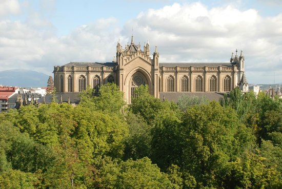NH Canciller Ayala Vitoria : Desde la habitación podíamos contemplar la Catedral.