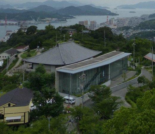 Hirayama Ikuo Museum of Art: The art museum seen from the observation platform close to the Mt. Senkoji Ropeway