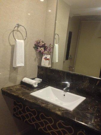 The Cedar Grand Hotel & Spa: Bathroom