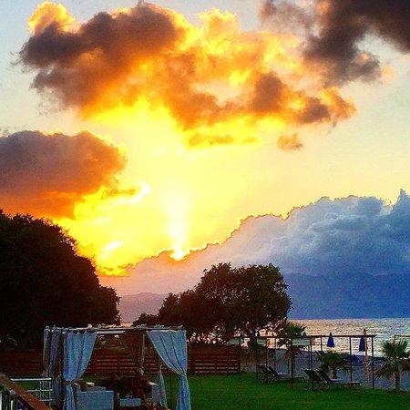 Minoa Palace Resort : Vista dalla Camera al tramonto