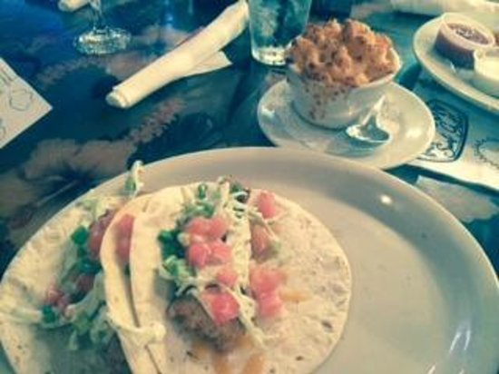 Holiday Inn Club Vacations Cape Canaveral Beach Resort: Fish tacos and baked mac and chez