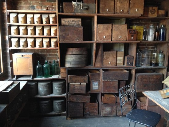 Stabler-Leadbeater Apothecary Museum: Upstairs work area circa 1850