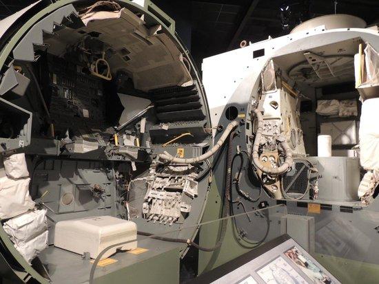 Cradle of Aviation Museum: Inside a lunar module
