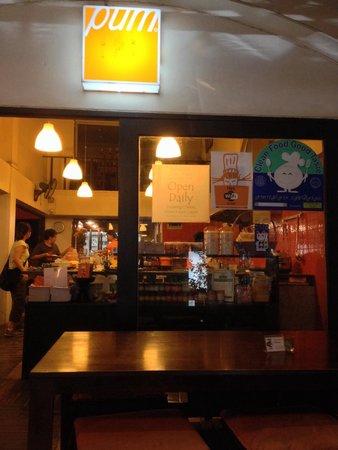 Pum Thai Restaurant & Cooking School: 清潔な店