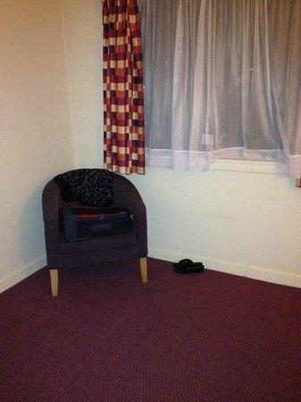 Days Inn Hamilton: a nice comfy armchair