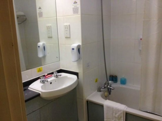 Days Inn Hamilton: bathroom