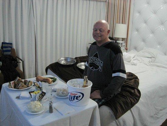 Flamingo Las Vegas Hotel & Casino: ужин в номер