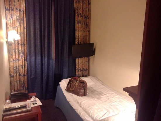 Alexandra Hotel: lit solo