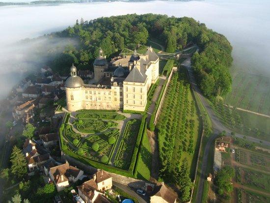 Hautefort, França: Vue aérienne