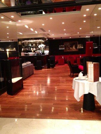 Relais Spa Val d'Europe : Bar de l'hôtel
