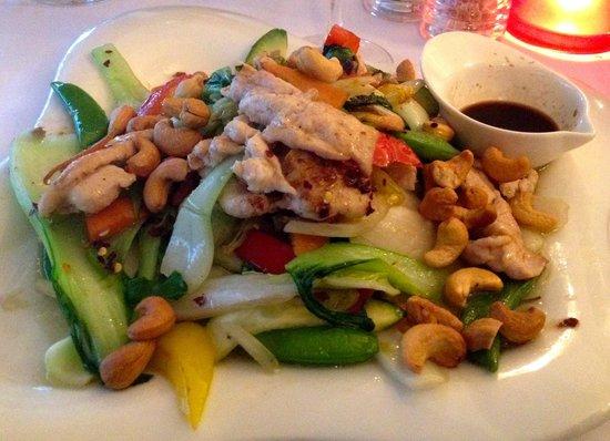 Bonjour Vietnam : Gà xào hạt điều - Chicken fried with vegetables and cashew nuts. (149 DKK)