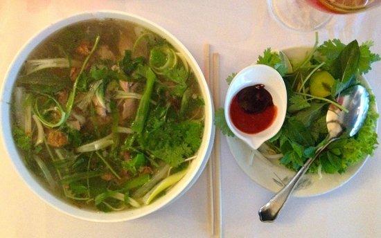 Bonjour Vietnam: Phở bò - Beef soup with flat rice noodles (129 DKK)