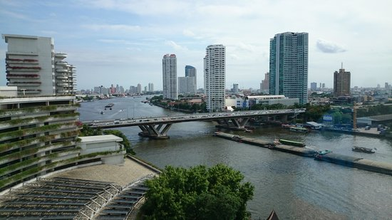 Shangri-La Hotel,Bangkok : view of the river from our room