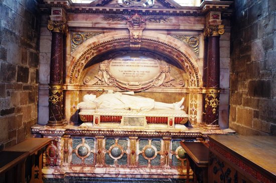 St Giles' Cathedral: A memorial sepulchre of a noble man inside the ST Giles Cathedral