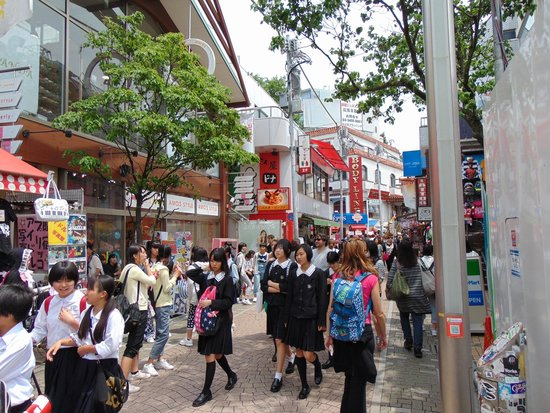 Harajuku Takeshita-dori: Takeshita Dori e studenti