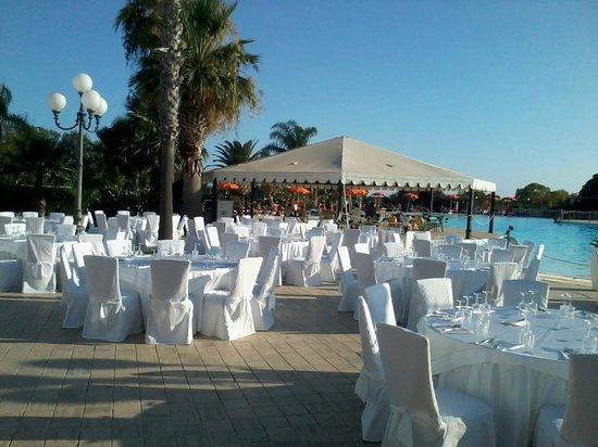 Hotel Kaos: cena a bordo piscina
