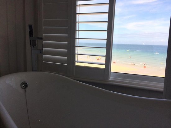 Pedn Olva Hotel: Bath with a View