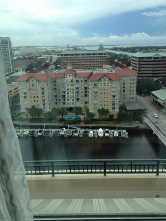 Tampa Marriott Waterside Hotel & Marina: View from upper floor