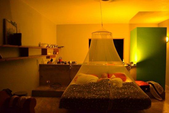 Hix Island House : The room at night