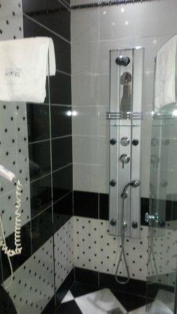 Athens Diamond Homtel: Very clean