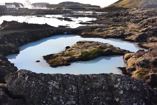 Blue Lagoon Iceland : See (but do not use) similar pools from the same source outside and for free!