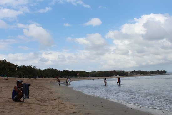 Legian Beach: Kuta pada Agustus