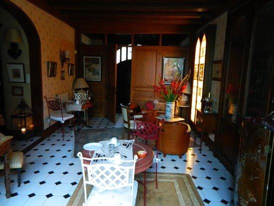 Hotel Au Charme Rabelaisien : Lobby, breakfast area