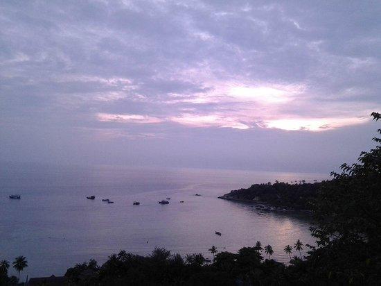 Ko Tao Resort - Paradise Zone: Вечерний вид на бухту из номера