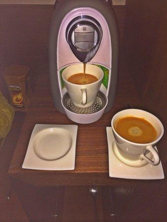 Copernicus Torun Hotel : Coffee machine in room