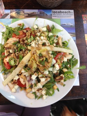 Le Bouchon du Marché : Salade du bouchon, poulet (trop peu), crudité et roquefort ! Quantité énorme !